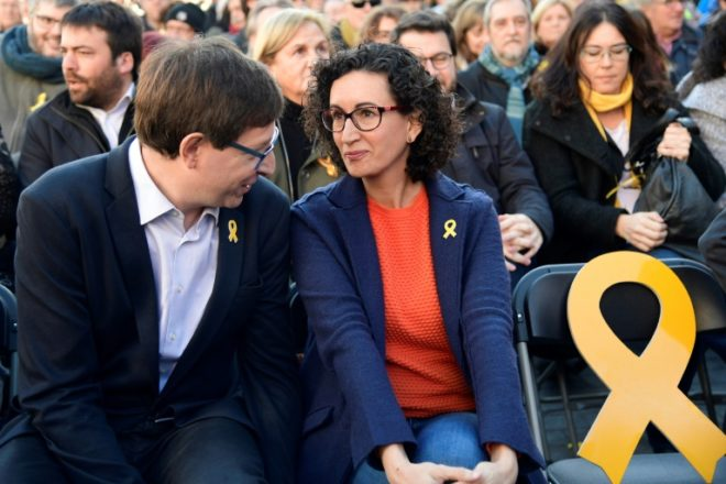 ERC militanten met gele rouwbandjes